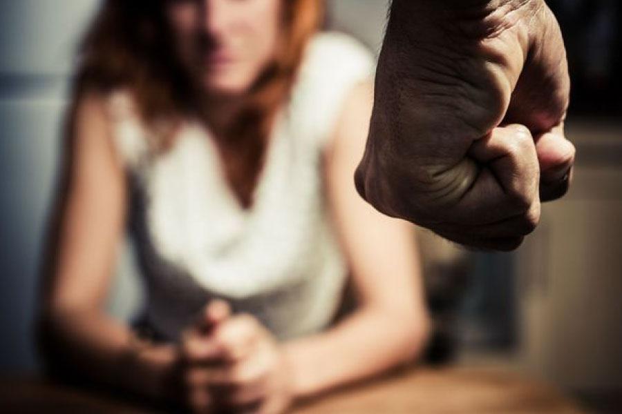 Les violences conjugales sont des infractions de violences volontaires commises avec une circonstance aggravante. Cabinet DOUKHAN Avocat